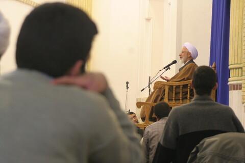 تصاویر آرشیوی از دیدار طلاب و روحانیون اهر با آیت الله العظمی جوادی آملی در دیماه ۱۳۸۳