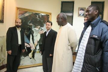 تصاویر آرشیوی بازدید سفیر سنگال از کتابخانه آیت الله العظمی مرعشی نجفی(ره) در دیماه ۱۳۸۴