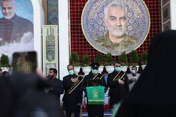 حضور خادمان حرم حضرت معصومه(س) بر مزار شهید قاسم سلیمانی