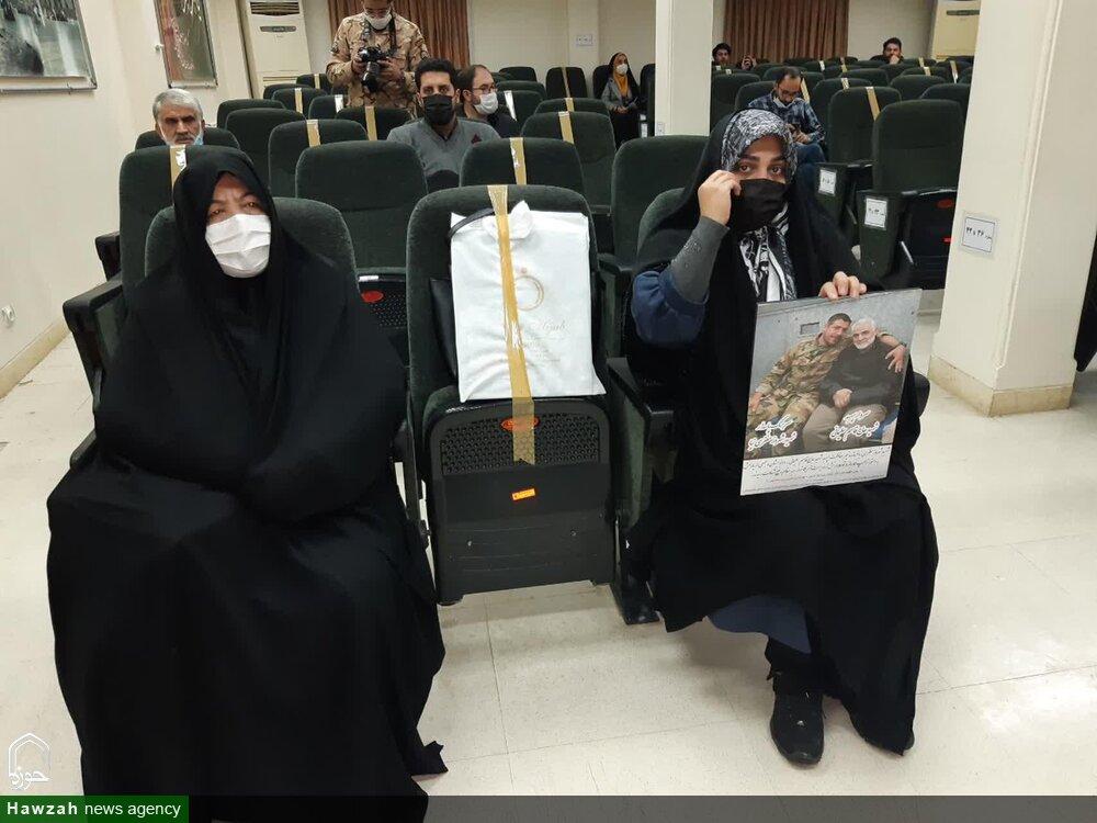 فیلم صحبتهای مادر شهید شهروز مظفری در مراسم رونمایی از کتاب «جلوه هایی از شخصیت حاج قاسم سلیمانی»