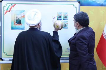 روحانی از تمبر یادبود سردار دل ها رونمایی کرد