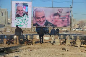 تصاویر/ طبخ و توزیع ۷۲ دیگ غذای نذری به مناسبت سالگرد شهادت شهید سلیمانی در بجنورد
