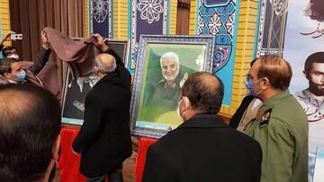 بالصور/ إزاحة الستار عن موسوعة الفريق سليماني بمدينة تبريز شمالي شرق إيران