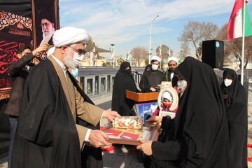 تصاویر/ تجلیل از خانواده شهدای تیپ فاطمیون توسط گروه جهادی حوزه علمیه قزوین و خواهران