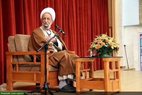 گزیده ای از ده ها تصاویر به یادگار مانده حضرت آیت الله مصباح یزدی در خبرگزاری حوزه (۲)