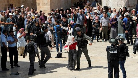 The Israeli police prevented worshipers other than residents of the Old City of Occupied al-Quds (Jerusalem) from reaching the holy Al-Aqsa Mosque to perform Friday prayer under the pretext of closure
