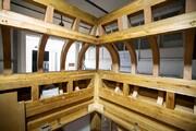 مراحلُ متقدّمة في أعمال الهيكل الخشبيّ لشبّاك السيّدة زينب (عليها السلام)