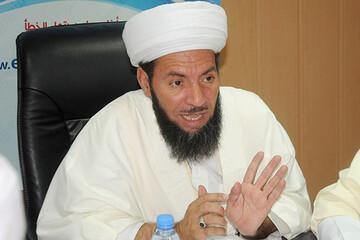 الجزائر: رئيس نقابة الأئمة يطالب بالكشف عن مكونات لقاح كورونا إذا كانت حلالا