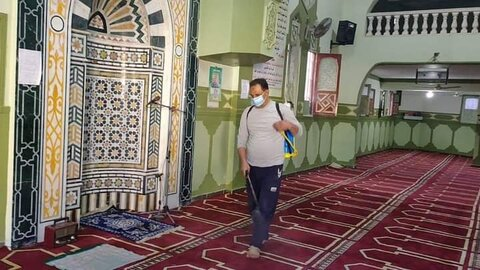 ضدعفونی و آماده سازی مساجد مصر برای نماز جمعه