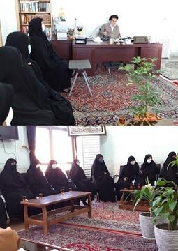 مسئولان مدرسه علمیه الزهرا(س) بافق از امام جمعه سابق تجلیل کردند