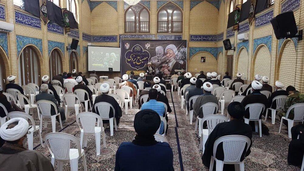 تصاویر/ مراسم بزرگداشت مرحوم آیت الله مصباح یزدی در مدرسه علمیه صالحیه معصومیه کرمان