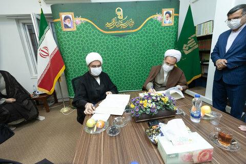 بالصور/ توقيع مذكرة تعاون بين مركز إدارة الحوزات العلمية في إيران ومجلس تخطيط أئمة الجمعة بقم المقدسة
