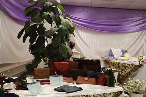 بازدید مدیرعامل صندوق کارآفرینی امید از نمایشگاه محصولات تولیدی خانواده طلاب