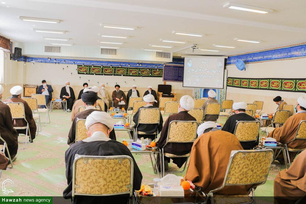 تصاویر/ نشست ماهانه مدیران مدارس علمیه حوزه اصفهان با نماینده ولی فقیه در استان