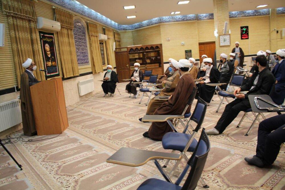 تصاویر/هم اندیشی کارکنان مدارس علمیه استان ایلام با نماینده ولی فقیه