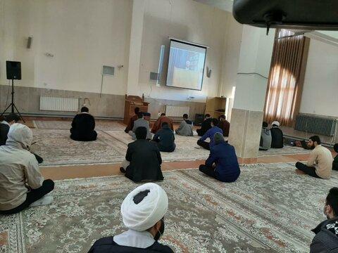 تصاویر/ برگزاری درس اخلاق طلاب کردستانی به صورت مجازی