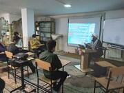 تصاویر/نشست بصیرتی به مناسبت دهه فجر در مدرسه علمیه امام صادق(ع) بیجار