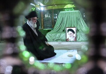 Leader pays tribute to Imam Khomeini on 42nd Anniversary of return to Iran