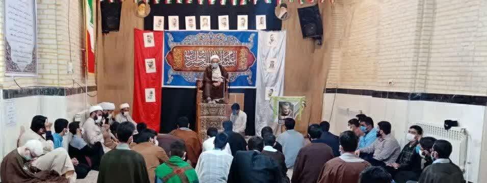 تصاویر/ مراسم جشن انقلاب و میلاد حضرت زهرا(س) در مدرسه علمیه صاحب الامر(عج) آشتیان