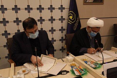 بالصور/ توقيع مذكرة تفاهم للتعاون المشترك بين مركز إدارة الحوزات العلمية النسوية في إيران والمركز الوطني للعالم الافتراضي بقم المقدسة