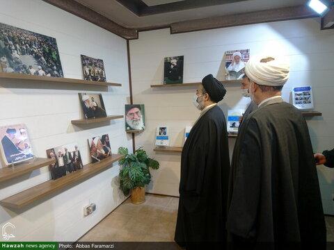 بالصور/ ممثل الولي الفقيه في شؤون الحج والزيارة يتفقد مركز إعلام الحوزة بقم المقدسة