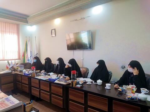 تصاویر/ نشست جمعی از بانوان فعال رسانه و فضای مجازی در مرکز رسانه و فضای مجازی حوزههای علمیه