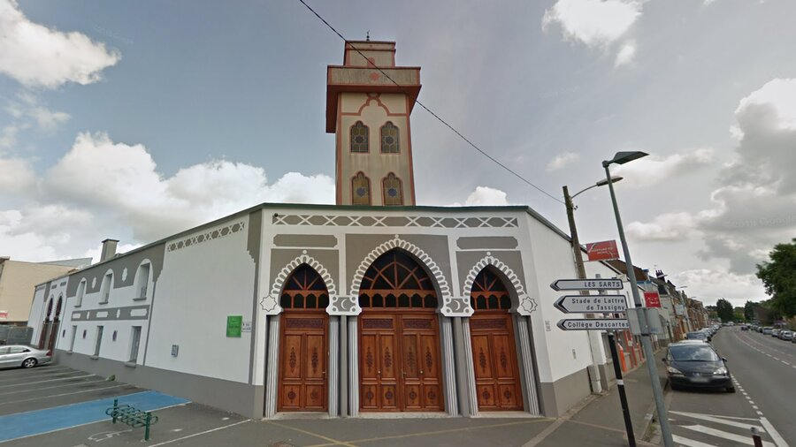 A mosque in France opens door to homeless, migrants during tough winter days