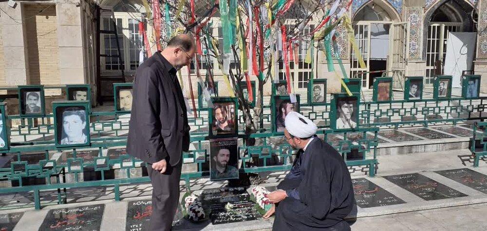 معاون تبلیغ حوزههای علمیه با خانواده شهید حدادیان دیدار کرد + عکس