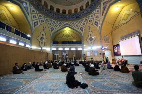 نشست صمیمی جمعی از نخبگان حوزه با آیت الله اعرافی