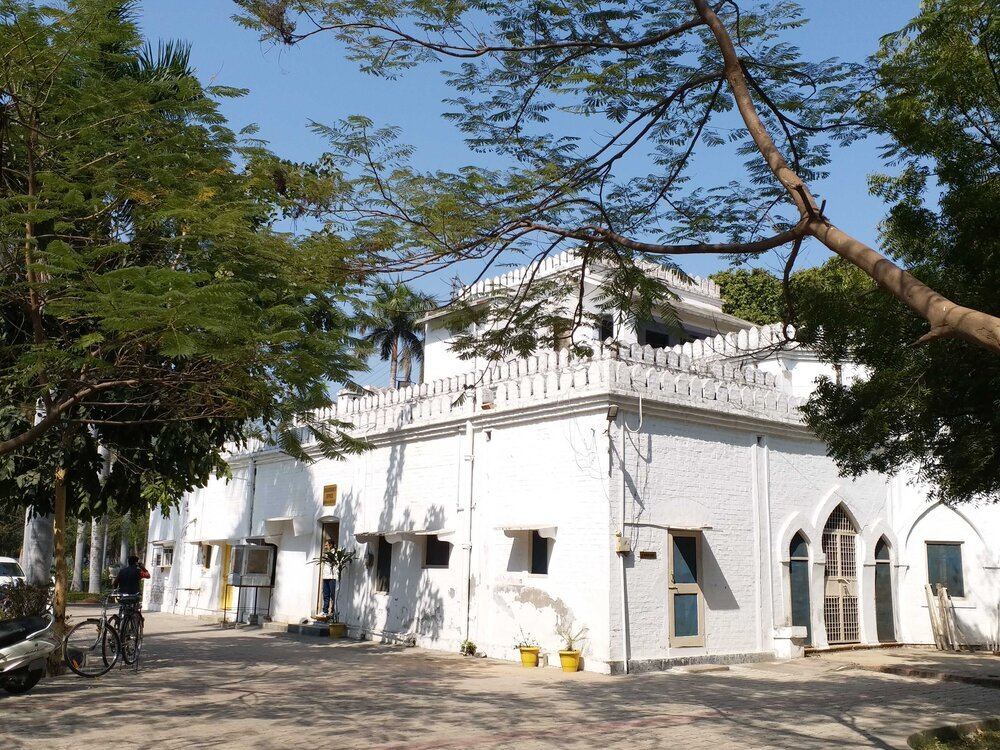अलीगढ़ मुस्लिम विश्वविद्यालय के धर्मशास्त्र संकाय जहां शिया- सुन्नी धर्मशास्त्र की शिक्षा दी जाती हैं