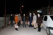 تصاویر/ توزیع بستههای معیشتی توسط طلاب شیرازی در روستاهای زلزله زده سی سخت