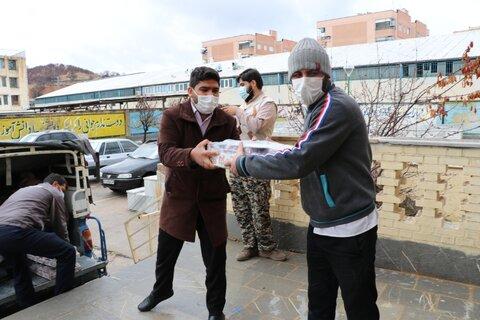 تصاویر| آماده سازی بسته های معیشتی توسط طلاب جهادی شیرازی در یاسوج