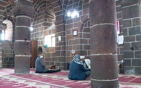 مسلمانان تاریخ ارمنی را در کلیسای سابق حفظ میکنند