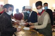 تصاویر/ طبخ غذای گرم توسط طلاب شیرازی برای مردم زلزله زده سی سخت