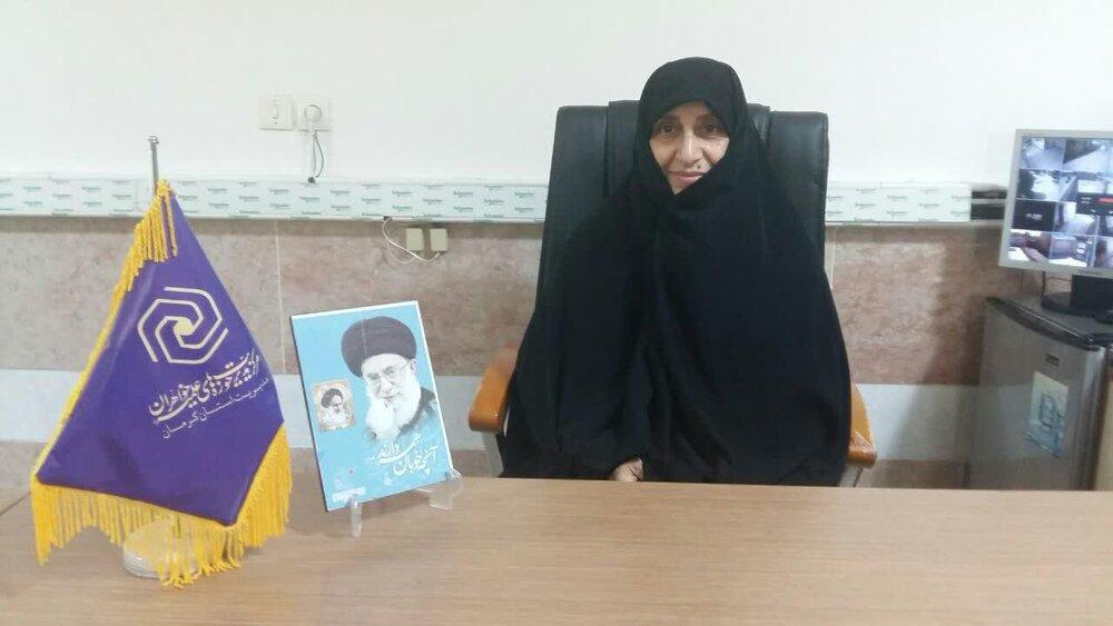 فعالیت جهادی ۹۰ بانوی طلبه کرمانی در نهادها | ارائه مشاوره به زائران مرقد سردار دل ها