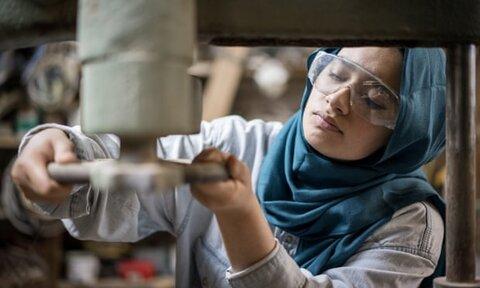 گزارش جدید: مسلمانان انگلیسی از عادات محیط کاری در رنج هستند