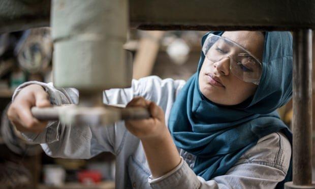 مسلمانان انگلیسی از عادات محیط کاری در رنج هستند