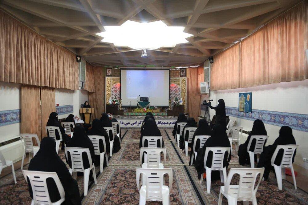 امام زمان (عج) لوگوں کے لئے مہربان ترین امام ہیں، خانم مؤمنی