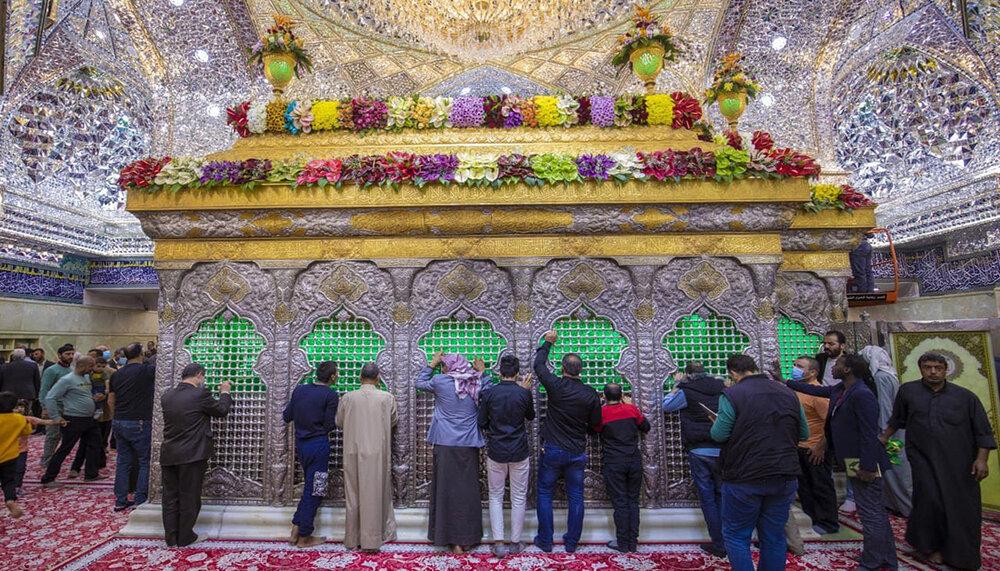 بالصور/ الزهور تزين مرقد الامام الحسين (ع)
