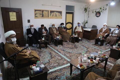 تصاویر/ نشست ائمه جماعات مساجد پردیسان با امام جمعه پردیسان