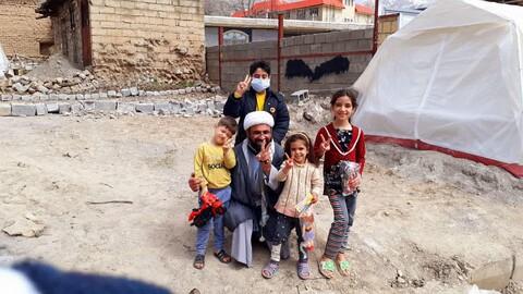 کودک سیسختی با دلجویی یک امام محله از شوک درآمد