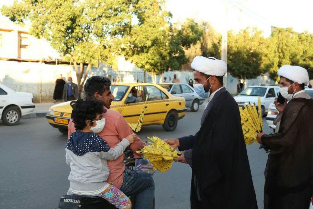 تصاویر/توزیع پرچم های میلاد با سعادت امام زمان (عج) توسط حوزه علمیه شهرستان دهلران