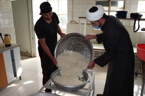 تصاویر| طبخ و توزیع 313 پرس غذای گرم به مناسبت سالروز ولادت حضرت صاحب الزمان(ع)