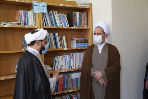 تصاویر / حضور سرزده آیت الله اعرافی از بخش های رسانه ای مدرسه شهید صدوقی