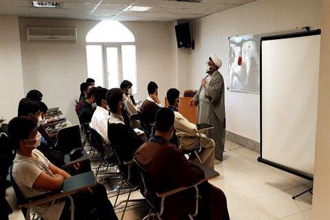 بالصور/ إقامة ورشة علمية بحثية في حوزة كرمانشاة العلمية