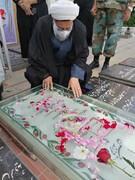 ادای احترام رئیس سازمان عقیدتی سیاسی ارتش به شهید حاج قاسم سلیمانی