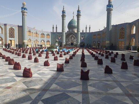 مراسم توزیع ۶۰۰ بسته معیشتی در هلال بن علی(ع) آران وبیدگل برگزار شد