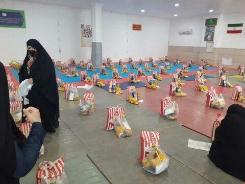 تصاویر شما/ آماده سازی بسته معیشتی برای نیازمندان پردیسان در مسجد امام حسن عسکری(ع)