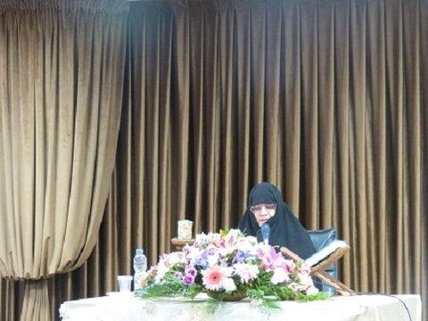 نیره فضائلی، مدیر مدرسه علمیه حضرت خدیجه کبری(سلام الله علیها)