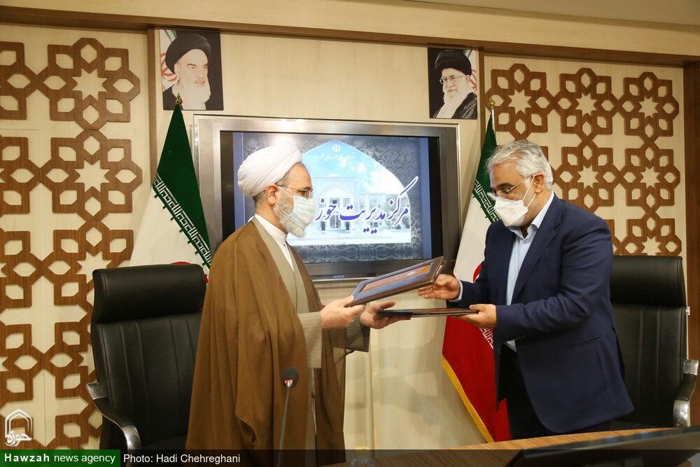 تصاویر / امضای تفاهم نامه حوزههای علمیه و دانشگاه آزاد اسلامی